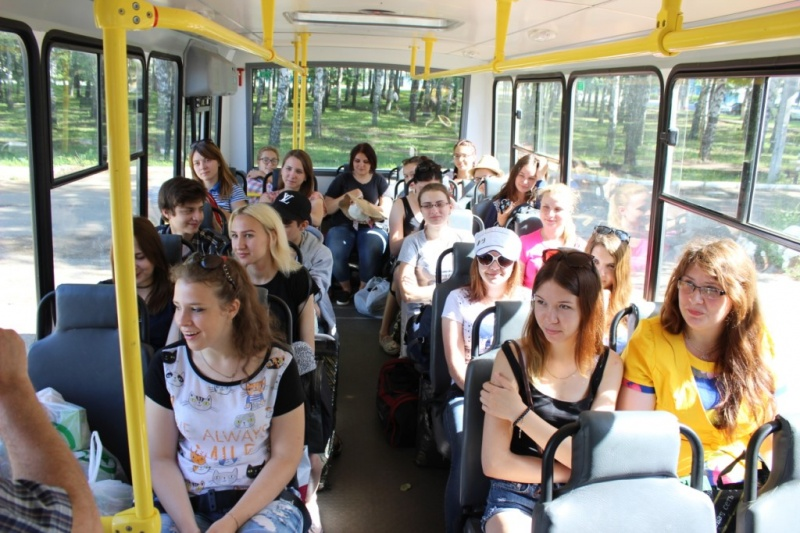 seks-metro-studenti-viehali-na-prirodu-potrahatsa
